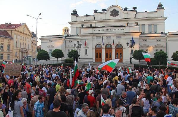 bulgaristan meclis kusatti